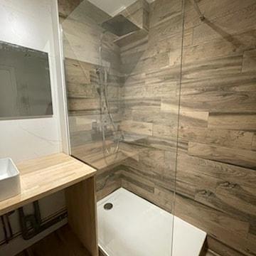 Salle de bain bois - Courtage BatiConnect